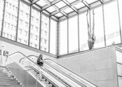Hübsch auf der Rolltreppe