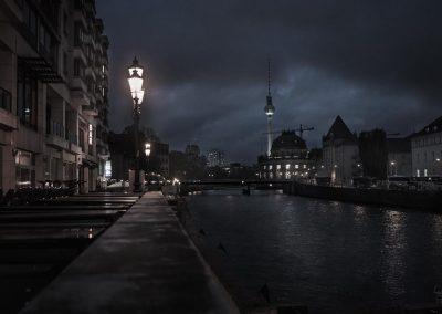 DSC05191 - Museumsinsel Fensehturm Spree bei Nacht